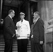 Gardaí get new linen summer jacket.<br /> 14.04.1961