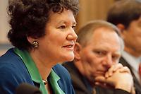 25.01.1999, Deutschland/Bonn:<br /> Prof. Dagmar Schipanski, Physik-Professorin und CDU/CSU Kandidatin für das Amt des Bundespräsidenten, und Wolfgang Schäuble, CDU Bundesvorsitzender, während der Pressekonferenz zur Vorstellung der Kandidatin für das Bundespräsidentenamt, Bundes-Pressekonferenz, Bonn<br /> IMAGE: 19990125-01/02-27<br /> KEYWORDS: Wolfgang Schaeuble