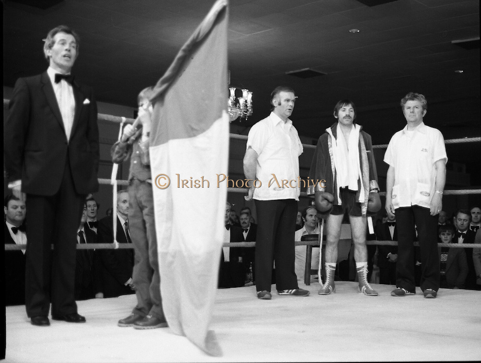 Nash vs Leon Championship Fight.    (N55)..1980..14.12.1980..12.14.1980..14th December 1980..At the Burlington Hotel, Dublin, Charlie Nash defended his European Lightweight Title when he took on Spain's Francesco Leon. .Image shows Charlie Nash and his cornermen upstanding  for the rendition of The National Anthem..Charlie Nash won the fight by the unanimous decision of the judges.