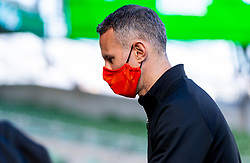 DUBLIN, REPUBLIC OF IRELAND - Sunday, October 11, 2020: Wales' manager Ryan Giggs, wearing a face mask, before the UEFA Nations League Group Stage League B Group 4 match between Republic of Ireland and Wales at the Aviva Stadium. The game ended in a 0-0 draw. (Pic by David Rawcliffe/Propaganda)