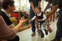 03/Junio/2016 Madrid, Arganda del Rey.<br /> Álvaro, enfermo de atrofia muscular espinal, da sus primeros pasos gracias al primer exoesqueleto diseñado para niños en el Centro de Automática y Robótica, CAT, del CSIC.<br /> <br /> © JOAN COSTA
