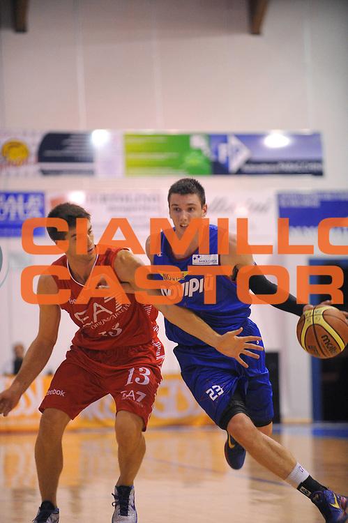 DESCRIZIONE : Borgosesia Torneo di Varallo Lega A 2011-12 EA7 Emporio Armani Milano Novipiu Casale Monferrato<br /> GIOCATORE : Matt Janning<br /> CATEGORIA :  Palleggio<br /> SQUADRA : Novipiu Casale Monferrato<br /> EVENTO : Campionato Lega A 2011-2012<br /> GARA : EA7 Emporio Armani Milano Novipiu Casale Monferrato<br /> DATA : 10/09/2011<br /> SPORT : Pallacanestro<br /> AUTORE : Agenzia Ciamillo-Castoria/A.Dealberto<br /> Galleria : Lega Basket A 2011-2012<br /> Fotonotizia : Borgosesia Torneo di Varallo Lega A 2011-12 EA7 Emporio Armani Milano Novipiu Casale Monferrato<br /> Predefinita :