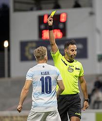 Jeppe Kjær (FC Helsingør) får en advarsel af dommer Mostafa Seyfi under kampen i 1. Division mellem FC Helsingør og Vendsyssel FF den 18. september 2020 på Helsingør Stadion (Foto: Claus Birch).