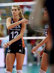 01-10-2014 ITA: World Championship Volleyball Servie - Nederland, Verona<br /> Nederland verliest met 3-0 van Servie en is kansloos voor plaatsing final 6 / Manon Flier, Robin de Kruijf