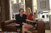 Vic Reeves and Nancy Sorell. Vic Reeves exhibition. Britart.com. 4 July 2002. © Copyright Photograph by Dafydd Jones 66 Stockwell Park Rd. London SW9 0DA Tel 020 7733 0108 www.dafjones.com
