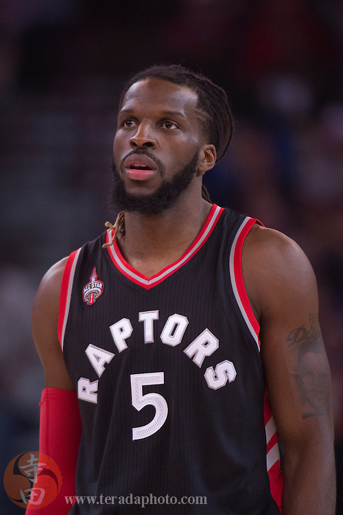 November 17, 2015; Oakland, CA, USA; Toronto Raptors forward DeMarre Carroll (5) during the first quarter against the Golden State Warriors at Oracle Arena. The Warriors defeated the Raptors 115-110.