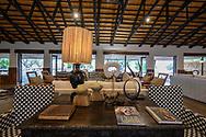 Design in der Lounge einer edlen Safari-Lodge, Greater Kruger Area, Südafrika<br /> <br /> Design in the lounge of a noble safari lodge, Greater Kruger Area, South Africa