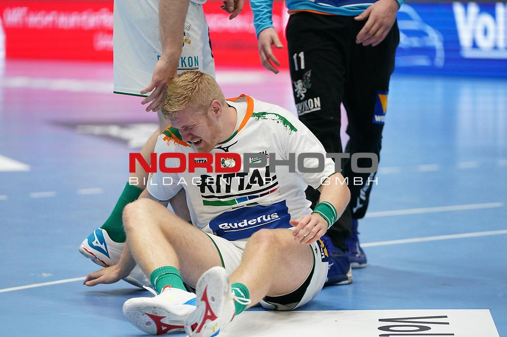 15.10.2020, Klingenhalle, Solingen,  GER, 1. HBL. Herren, Bergischer HC vs. HSG Wetzlar, <br /><br />im Bild / picture shows: <br />Anton Lindskog (HSG Wetzlar #66),  verletzt sich #schmerz#<br /><br /><br />Foto © nordphoto / Meuter