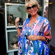 NLD/Amsterdam/20100708 - Presentatie juwelen Sheila de Vries bij MK Jewelry, Sheila de Vries