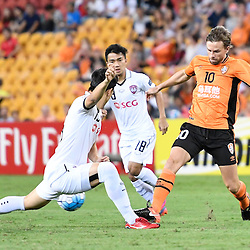 BRISBANE, AUSTRALIA - FEBRUARY 21: Brett Holman of the Roar passes the ball during the Asian Champions League Group Stage match between the Brisbane Roar and Muangthong United FC at Suncorp Stadium on February 21, 2017 in Brisbane, Australia. (Photo by Patrick Kearney/Brisbane Roar)