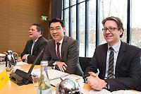 21 JAN 2013, BERLIN/GERMANY:<br /> Patrick Doering, FDP Generalsekretaer, Philipp Roesler, FDP Bundesvorsitzender, und Stefan Birkner, FDP Landesvorsitzender Niedersachsen, (v.L.n.R.), vor Beginn der Sitzung des FDP Bundesvorstandes nach den Landtagswahlen in Niedersachsen, Thomas-Dehler-Haus<br /> IMAGE: 20130121-01-009<br /> KEYWORDS: Philipp Rösler, Patrik Döring