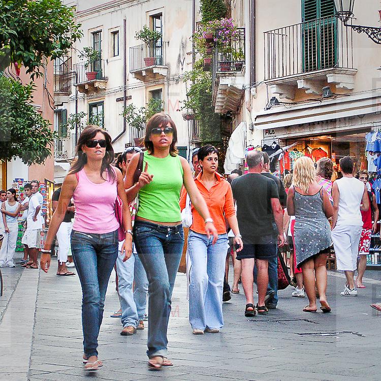 Turiste a Taormina..Tourists in Taormina