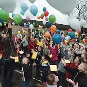Ballonnen oplaten vandenbrughenschool Huizen