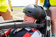 Op vliegbasis Woensdrecht test het HPT met de VeloX. In september wil het Human Power Team Delft en Amsterdam, dat bestaat uit studenten van de TU Delft en de VU Amsterdam, tijdens de World Human Powered Speed Challenge in Nevada een poging doen het wereldrecord snelfietsen voor vrouwen te verbreken met de VeloX 9, een gestroomlijnde ligfiets. Het record is met 121,81 km/h sinds 2010 in handen van de Francaise Barbara Buatois. De Canadees Todd Reichert is de snelste man met 144,17 km/h sinds 2016.<br /> <br /> With the VeloX 9, a special recumbent bike, the Human Power Team Delft and Amsterdam, consisting of students of the TU Delft and the VU Amsterdam, also wants to set a new woman's world record cycling in September at the World Human Powered Speed Challenge in Nevada. The current speed record is 121,81 km/h, set in 2010 by Barbara Buatois. The fastest man is Todd Reichert with 144,17 km/h.