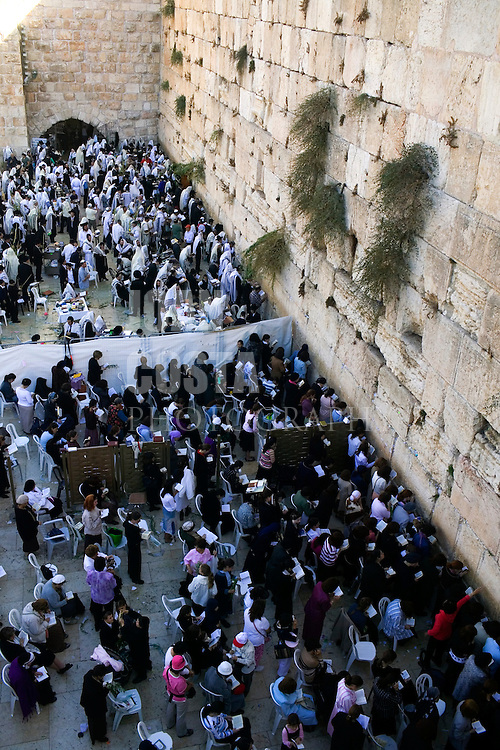 ISRAEL/October 2005/Jerusalem.<br /> Jewish people praying at the Western Wall.<br /> <br /> © Joan Costa/Anzenberger