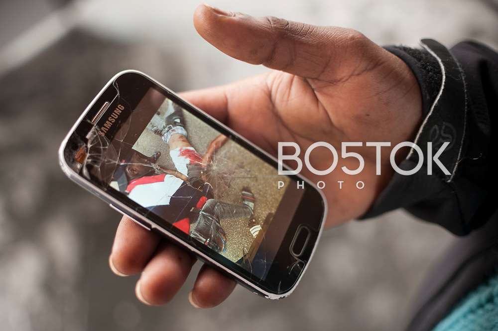An African migrant shows a photo of a dead man in his smartphone, as he says this man was his friend. Irun (Basque Country). November 1, 2018. A group of volunteers has created a host network to serve migrants and inform about the public services they are entitled to and the ways to cross the border. This group of volunteers is avoiding a serious humanitarian problem Irun, the Basque municipality on the border with Hendaye. As the number of migrants arriving on the coasts of southern Spain incresead, more and more migrants are heading north to the border city of Irun. French authorities have reacted by conducting random checks as far as the city of Bordeaux, more than 200 kilometers north of the border. Migrants who are caught are then deported back to Irun. (Gari Garaialde / Bostok Photo).