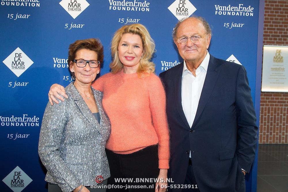 NLD/Amsterdam/20151123 - 5 jaar Delamar theater en 10 Jaar Van den Ende Foundation viering, Janine Klijburg en partner Joop van den Ende en Tjitske Reidinga
