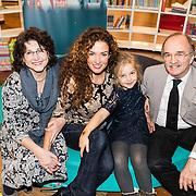 NLD/Amstedam/20161114 Perspresentatie Sinterklaasboeken 2016, Katja Schuurman en haar ouders samen met dochter Sammy