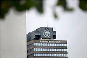 Nederland, Nijmegen, 16-9-2013Het erasmusgebouw van de Radboud universiteit, voorheen katholieke universiteit, kun, met daarop het logo van de instelling.Ook wel het talengebouw genoemd en blikvanger van de universiteit. Foto: Flip Franssen/Hollandse Hoogte