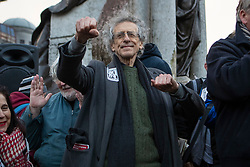 © Licensed to London News Pictures. 12/12/2020. Manchester, UK. Piers Corbyn gestures to the crowd at North Unites protest in Piccadilly Gardens, Manchester. Photo credit: Kerry Elsworth/LNP