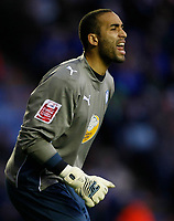 Photo: Steve Bond/Richard Lane Photography. Leicester City v Sheffield Wednesday. Coca Cola Championship. 12/12/2009. Wednesday keeper Lee Grant tries to organise his defence