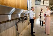 Nieuwkuijk, 15-06-2021, Veluw Metal Creations<br /> <br /> Koningin Maxima, lid van het Nederlands Comité voor Ondernemerschap, heeft op uitnodiging van MKB Nederland en de Metaalunie tijdens een werkbezoek  aan metaalbedrijf Veluw Metal Creations (VMC) in Nieuwkuijk. Centraal in het bezoek stonden thema's als innovatie en duurzaamheid, arbeidsmobiliteit en de gevolgen van de coronacrisis voor de metaalsector.<br /> <br /> At the invitation of MKB Nederland and the Metaalunie, Queen Maxima, member of the Dutch Committee for Entrepreneurship, paid a working visit to metal company Veluw Metal Creations (VMC) in Nieuwkuijk. Central to the visit were themes such as innovation and sustainability, labor mobility and the consequences of the corona crisis for the metal sector.