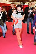 Kim-Lian van der Meij showt trots haar dochter ronja op de negenmaandenbeurs in de RAI Workshop Baby Move it! Een workshop om beter en meer te bewegen met baby's