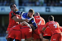 Dave Attwood of Bath Rugby looks to disrupt a maul - Photo mandatory by-line: Patrick Khachfe/JMP - Mobile: 07966 386802 25/10/2014 - SPORT - RUGBY UNION - Bath - The Recreation Ground - Bath Rugby v Toulouse - European Rugby Champions Cup
