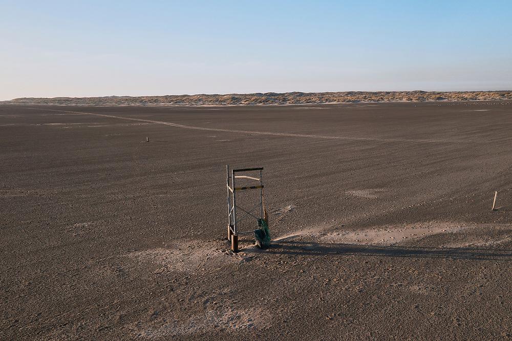 Nederland, Noord-Holland, Texel, 30-03-2021; De Hors<br /> De Hors voormalige zandplaat, nu onderdeel van Nationaal Park Duinen van Texel. Frame voor bord (voor kabels)<br /> De Hors former sandbank, now part of National Park Dunes of Texel.<br /> drone-opname (luchtopname, toeslag op standaard tarieven);<br /> drone recording (aerial, additional fee required);<br /> copyright foto/photo © 2021 Siebe Swart