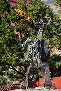 Rzeźba smoka na bulwarach wiślanych pod Wawelem w Krakowie, Polska<br /> Sculpture of a dragon on the Vistula Boulevards in Cracow, Poland