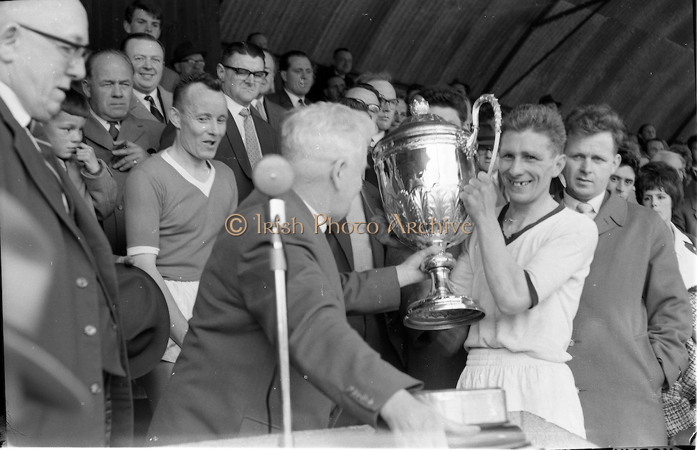 27/05/1962<br /> 05/27/1962<br /> 27 May 1962<br /> Railway Union win the Bradmola Cup at Tolka Park. Hugh Egan, Captain of Railway Union, who beat Tolka Rovers 4-1, receiving the Bradmola Cup from Mr J. Liddy, President of the Athletic Union, at Tolka park.