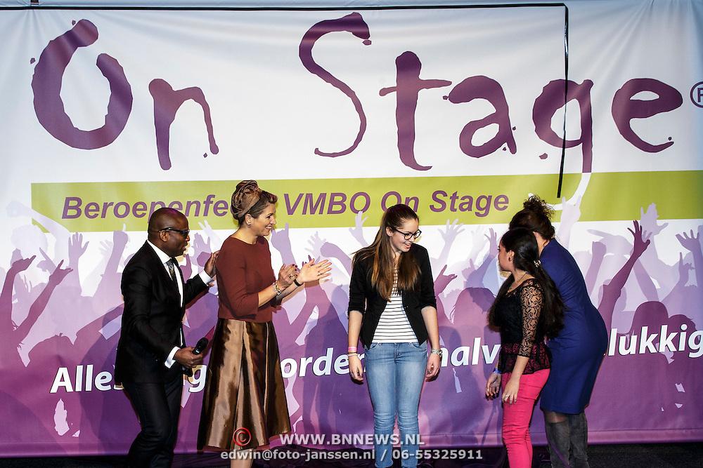 NLD/Almere/20150205 - Koningin Maxima bezoekt Almere on Stage, onthulling doek