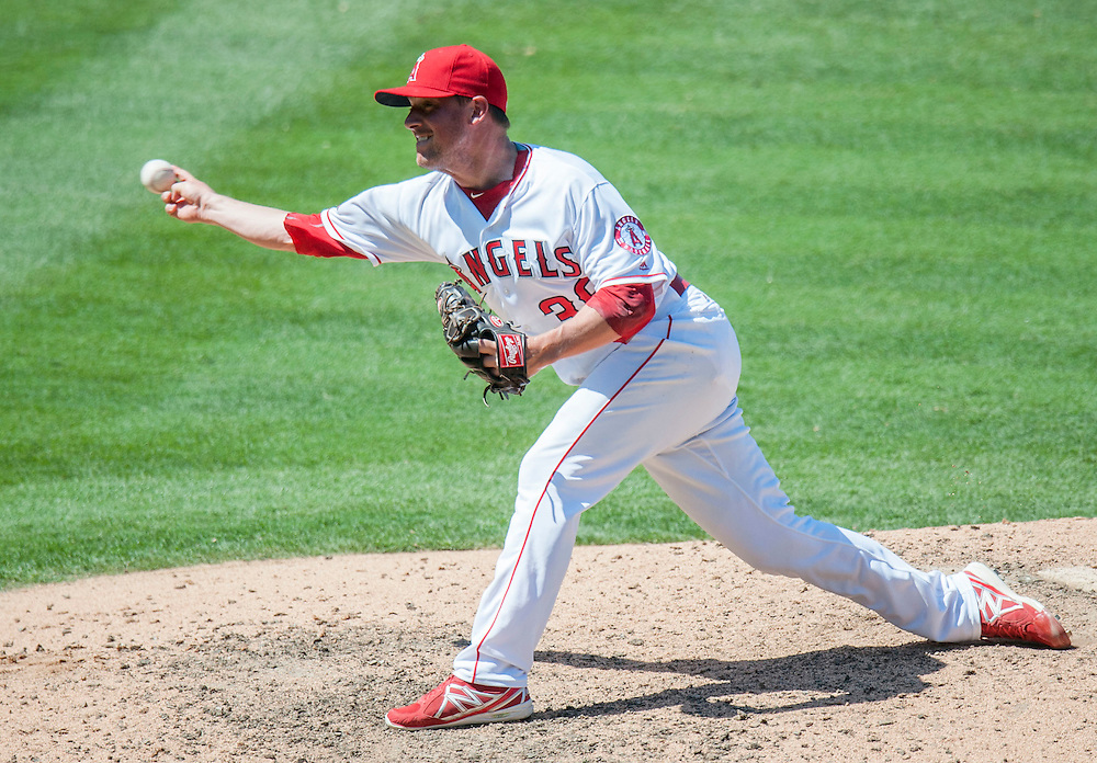 Joe Smith pitches against the White Sox.<br /> <br /> ///ADDITIONAL INFO:   <br /> <br /> angels.0718.kjs  ---  Photo by KEVIN SULLIVAN / Orange County Register  -- 7/17/16<br /> <br /> The Los Angeles Angels take on the Chicago White Sox at Angel Stadium.