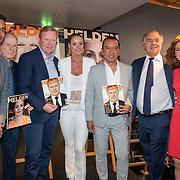 NLD/Amsterdam/201905229 - 10-jarig jubileum van Helden, Giovani van Bronckhorst, Frits Barend, Ronald Koeman, Inge de bruin, Victor van Bronckhorst, Benno Leeser en Barbara Barend