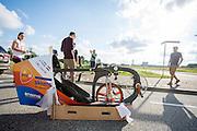 In Delft test Jan Bos voor het eerst de VeloX 6, de nieuwe recordfiets van het HPT. In september wil het Human Power Team Delft en Amsterdam, dat bestaat uit studenten van de TU Delft en de VU Amsterdam, tijdens de World Human Powered Speed Challenge in Nevada een poging doen het wereldrecord snelfietsen te verbreken. Het record is met 139,45 km/h sinds 2015 in handen van de Canadees Todd Reichert.<br /> <br /> In Delft rider Jan Bos tests the VeloX 6 for the first time. With the special recumbent bike the Human Power Team Delft and Amsterdam, consisting of students of the TU Delft and the VU Amsterdam, also wants to set a new world record cycling in September at the World Human Powered Speed Challenge in Nevada. The current speed record is 139,45 km/h, set in 2015 by Todd Reichert.