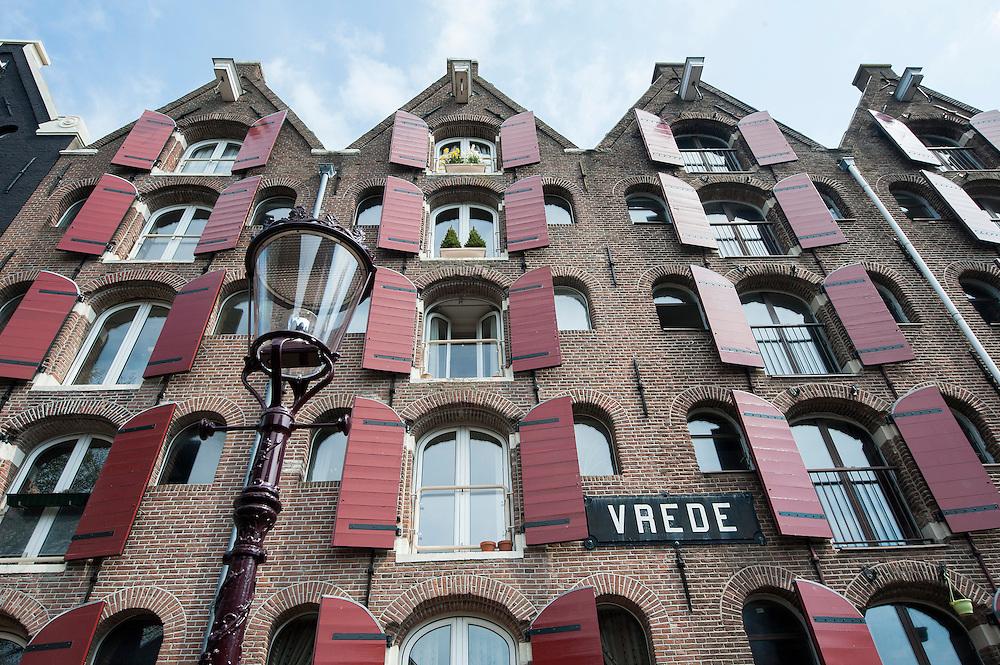 Nederland, Amsterdam, 22 april 2013<br /> Bickersgracht, Westelijke Eilanden.  <br /> Oude pakhuizen, omgebouwd tot luxe woonappartementen. <br /> Foto(c): Michiel Wijnbergh
