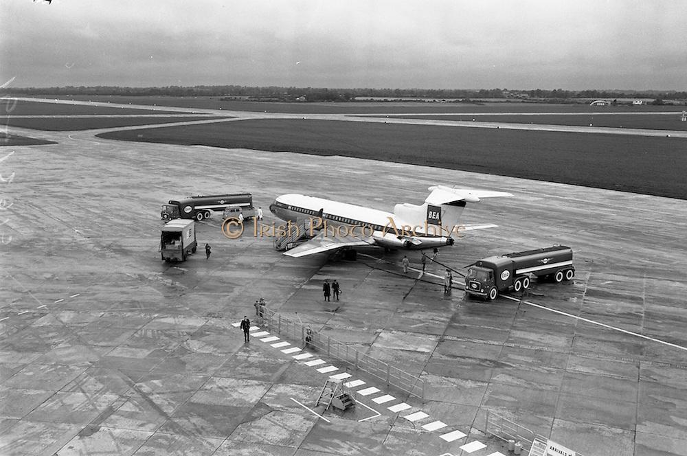 09/09/1962<br /> 09/09/1962<br /> 09 September 1962<br /> Refuelling of BEA de Havilland D.H.121 airliner  at Dublin Airport.