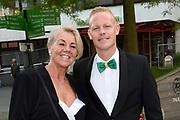 Voetbalgala 2017 in Studio 21 te Hilversum <br /> <br /> Op de foto:  Tom Breugelsdijk  met zijn moeder