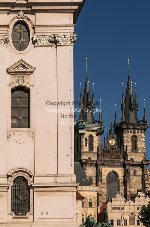 République Tchèque, Prague, Staré Mesto, Praha 1, façade  église Saint Nicolas et église Notre Dame de Tyn// Czech Republic, Prague, Stare Mesto,  Praha 1, Saint Nicolas church front and Our Lady of Tyn church