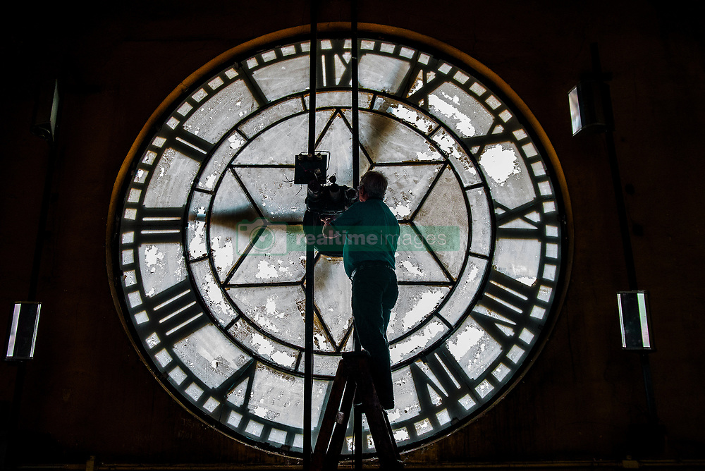 November 4, 2018 - Sao Paulo, Sao Paulo, Brazil - An employee climbs a ladder to check a huge clock, on November 4, 2018 in Júlio Prestes Station in São Paulo. Daylight saving time begins at 0:00 AM on Sunday (4), when the clocks must be advanced in an hour in all states in the South, Southeast and Midwest regions, in addition to the Federal District. The initial estimate of the Ministry of Mines and Energy was to save R $ 147.5 million with daylight saving time. (Credit Image: © Cris Faga/NurPhoto via ZUMA Press)