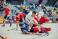 AMSTERDAM -  Nicky Leijs (Adam) met keeper Joppe Boerstra (Laren).  Zaalhockey hoofdklasse, Amsterdam H1-Laren H1 (9-1).  COPYRIGHT KOEN SUYK