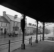 30/03/1957 <br /> Views of towns in Ireland. Main Street, Stradbally, Co. Leix (Laois) from the marketplace.