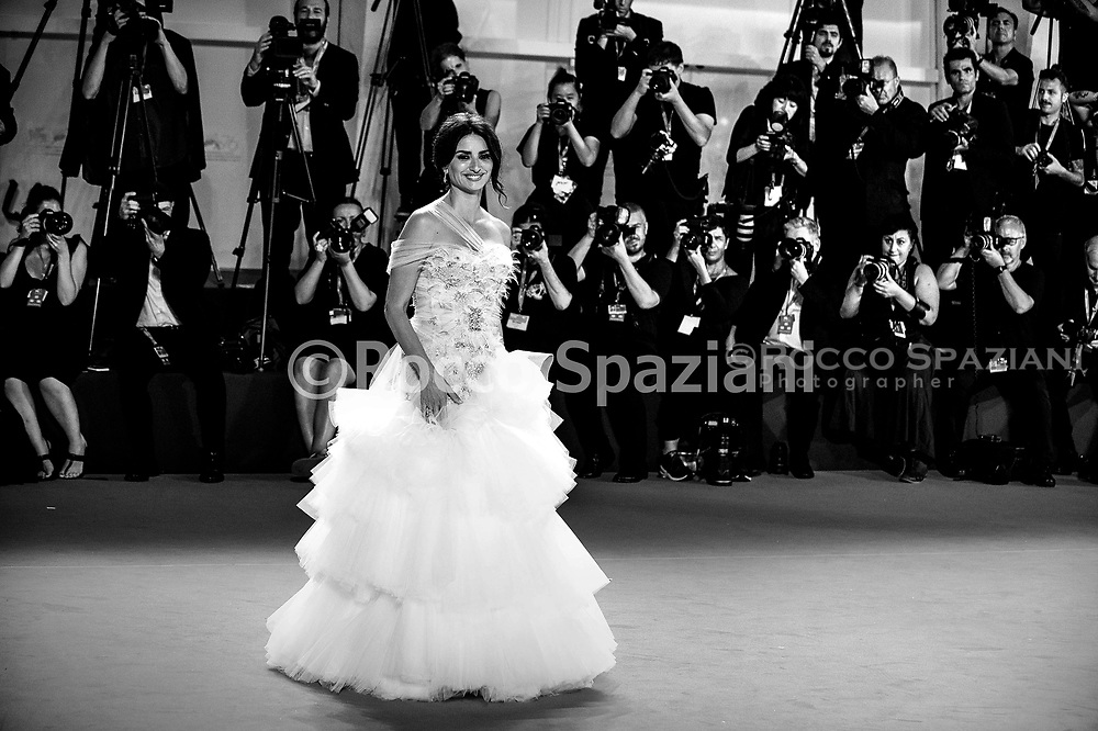 """VENICE, ITALY - SEPTEMBER 01: Penelope Cruz walks the red carpet ahead of the """"Wasp Network"""" screening during the 76th Venice Film Festival at Sala Grande on September 01, 2019 in Venice, Italy."""