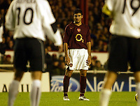Photo: Chris Ratcliffe.<br />Arsenal v Sparta Prague. UEFA Champions League.<br />02/11/2005.<br />Jose Antonio Reyes (C) sizes up a free kick
