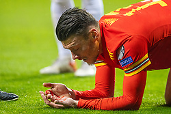 TALLINN, ESTONIA - Monday, October 11, 2021: Wales' Kieffer Moore looks at blood on his hands after taking a knock during the FIFA World Cup Qatar 2022 Qualifying Group E match between Estonia and Wales at the A. Le Coq Arena. Wales won 1-0. (Pic by David Rawcliffe/Propaganda)