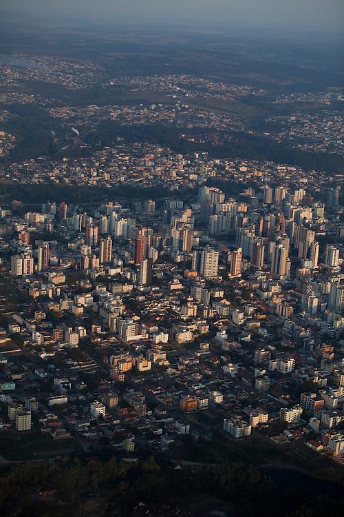 Divinopolis_MG, Brasil...Na foto, vista aerea da cidade de Divinopolis, Minas Gerais...Aerial view of Divinopolis, Minas Gerais...Foto: LEO DRUMOND / NITRO