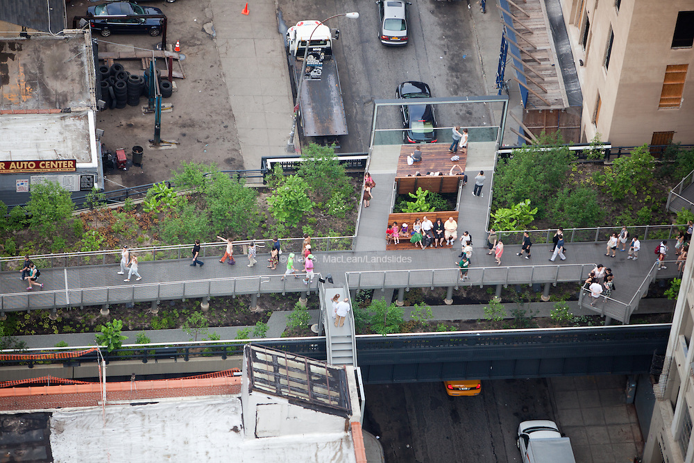 High Line access point and lookout details at W 26th St