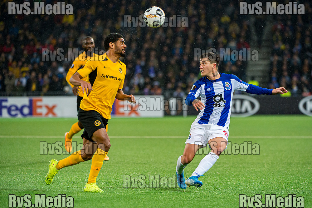 BERN, SWITZERLAND - NOVEMBER 28: #25 Otavio of FC Porto battles for the ball with #18 Jean-Pierre Nsame of BSC Young Boys during the UEFA Europa League group G match between BSC Young Boys and FC Porto at Stade de Suisse, Wankdorf on November 28, 2019 in Bern, Switzerland. (Photo by Robert Hradil/RvS.Media)