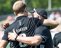 UTRECHT -  coach Graham Reid (Adam) met Billy Bakker (Adam) bij   de finale van de play-offs om de landtitel tussen de heren van Kampong en Amsterdam (3-1). COPYRIGHT  KOEN SUYK