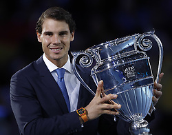 2017?11?12?.    ?????1???——?????????????.       11?12????????????????.       ???????????2017ATP???????????????????????????.       ????????.(SP) BRITAIN-LONDON-TENNIS-ATP-WORLD NUMBER ONE-RAFAEL NADAL.(171112) -- LONDON, Nov. 12, 2017  Rafael Nadal of Spain holds the ATP year-end World Number One trophy after a presentation to him on the first day of the Nitto ATP World Tour Finals at O2 Arena in London, Britain on Nov. 12, 2017. (Credit Image: © Han Yan/Xinhua via ZUMA Wire)